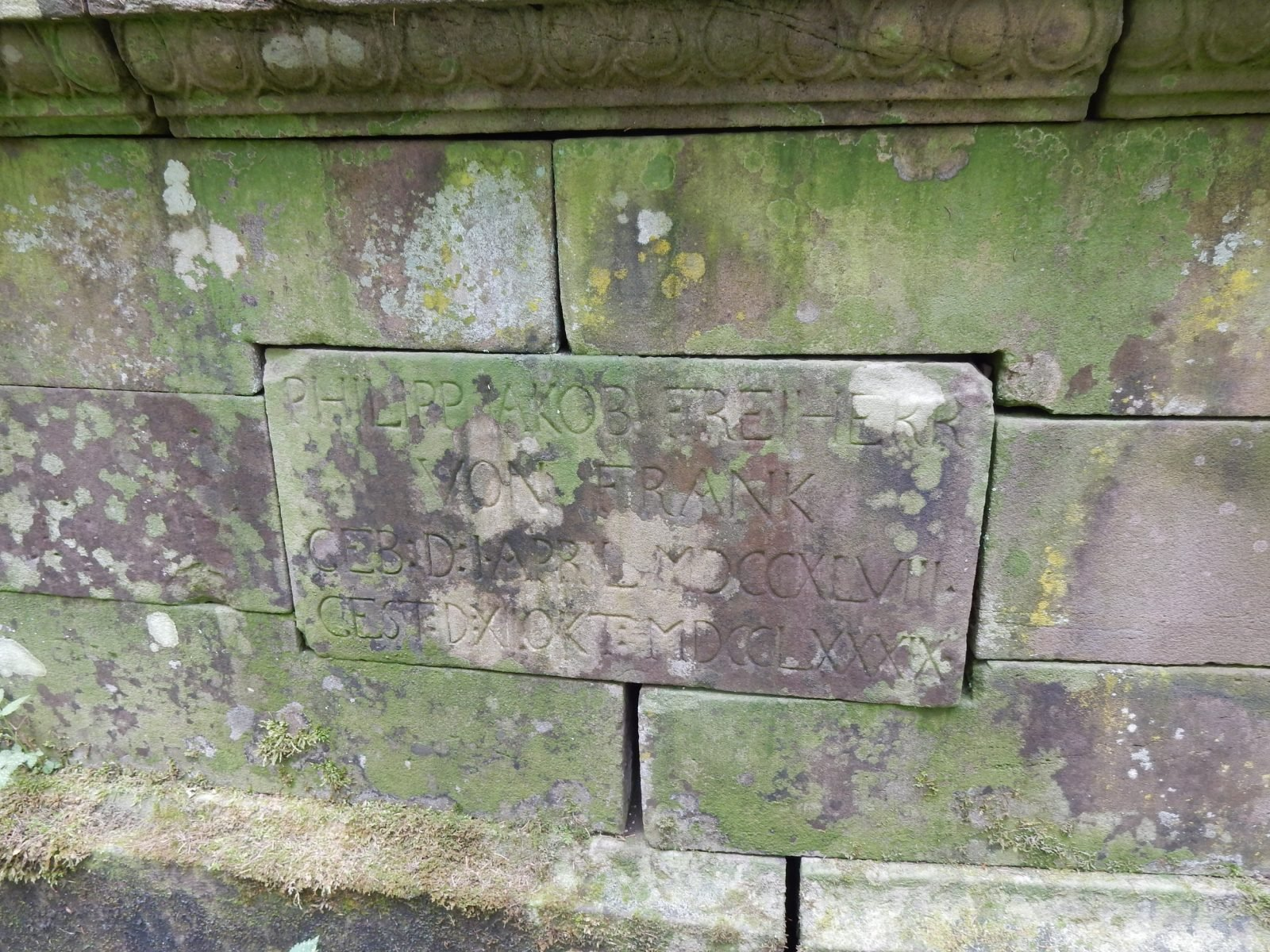 Inschrift am Grab